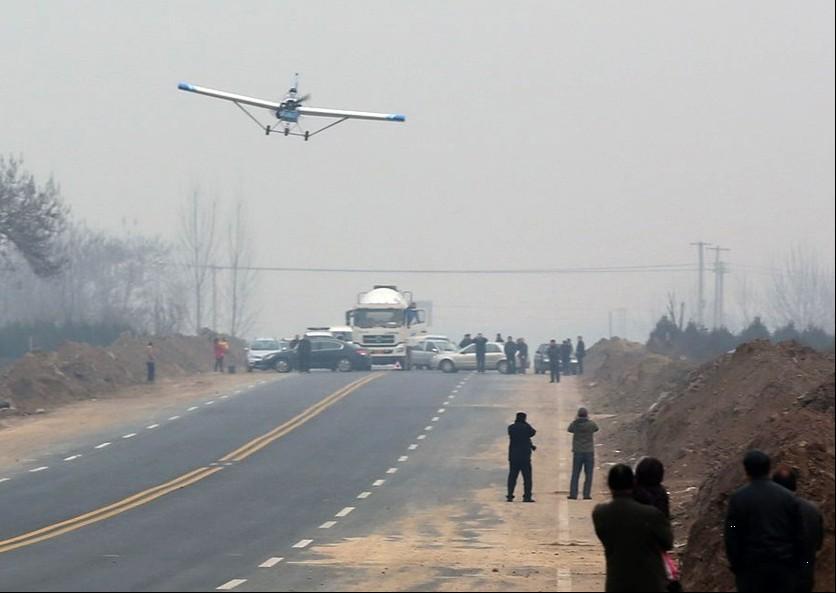 西安大学生10万元自制飞机