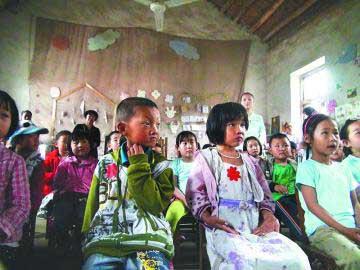 4日上午,格林童话幼儿园的老师 还增添了新的学习用品和一架电子