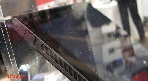 富士推Win8防水平板:12吋屏配英特尔芯 富士QH77/M平板电脑在防水的基础之上还加入了一个可以防水的散热风扇,这不免让人感觉十分的新奇。除了具备防水的能力,富士QH77/M还是一款不择不扣的大尺寸Windows 8平板电脑,因为该机配备一块12吋的超大屏幕,内部搭载了一颗来自英特尔酷睿i5处理器,主频为1.