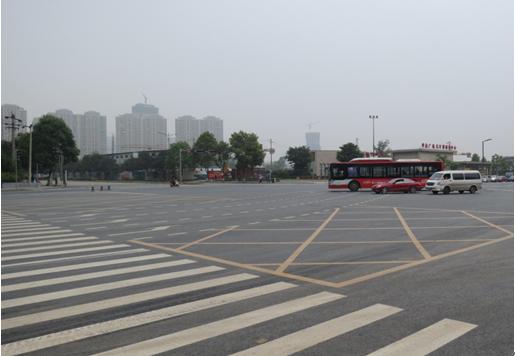 剑南大道中段与天府二街交汇处车位达1500个的公共停车场紧邻世豪广高清图片