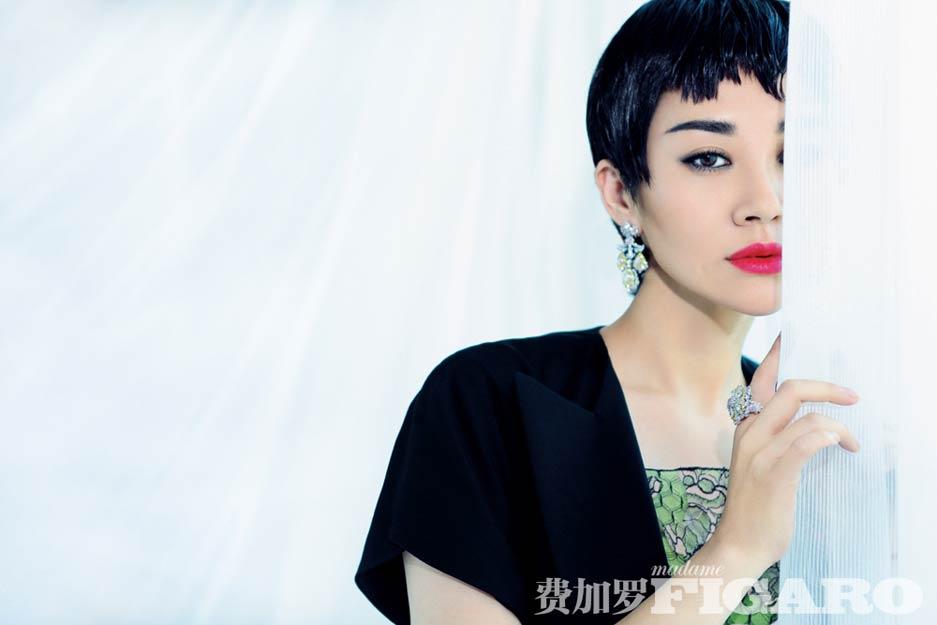 许晴拍摄时尚大片 短发红唇演绎法式俏皮