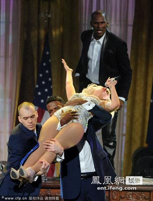 Lady Gaga衣着大胆 衣服频生意外