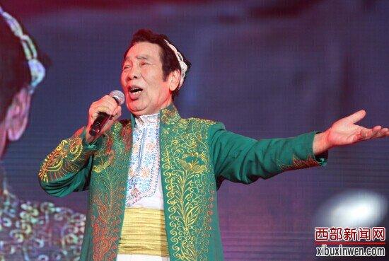 中国总政歌舞团国家一级演员克里木献唱《塔里木河》和《达坂城的姑