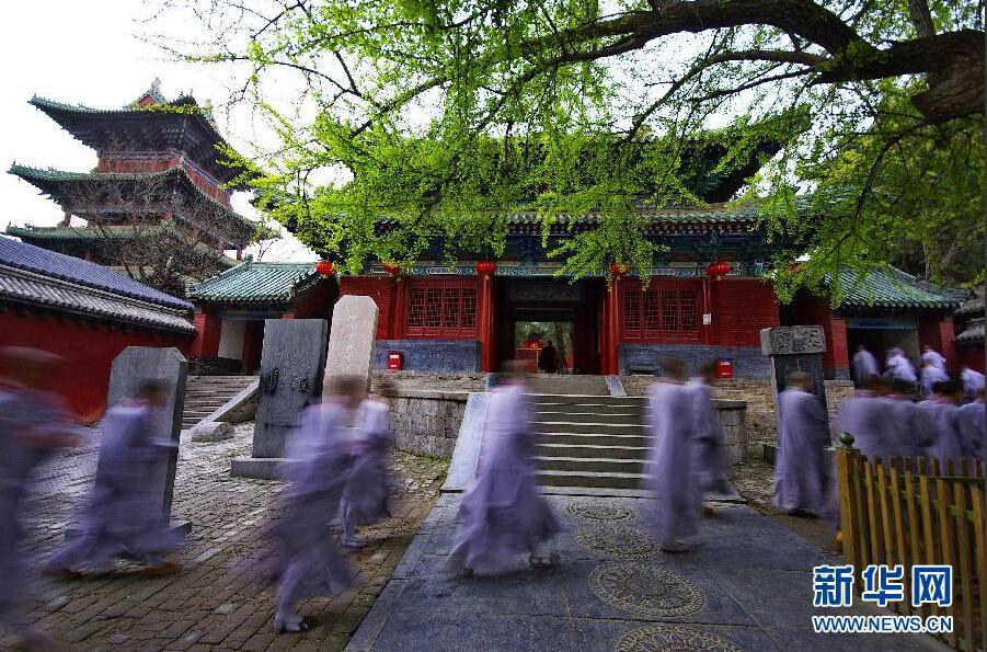 """少林寺和嵩山风景名胜区管理委员会的""""门票之争""""浮出水面."""