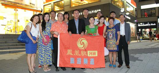 韩国江原道旅游局领导和首航贵宾团合影留念
