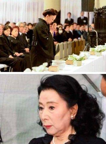 大岛渚葬礼现场照。