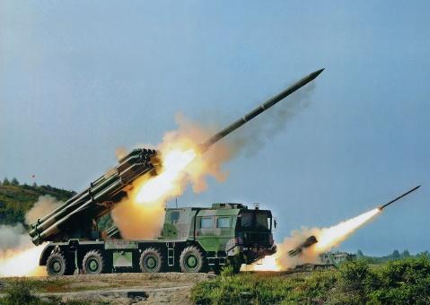中国卫士2d远程火箭炮_中国超远程新火箭炮卫士2D中国的火箭炮在世