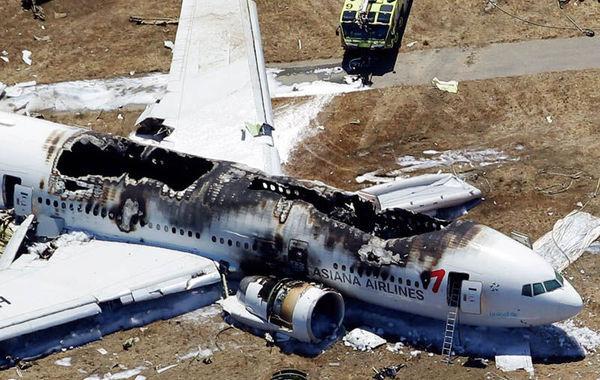 """机场事故目击者称:""""我看到飞机尾翼先着地,在落地的一瞬间飞机就起火"""