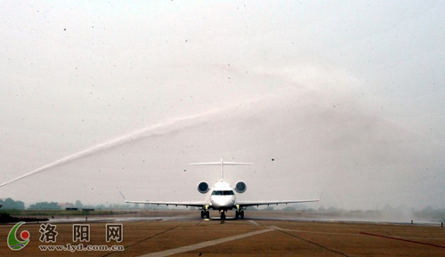 51名洛阳旅客登上新飞机