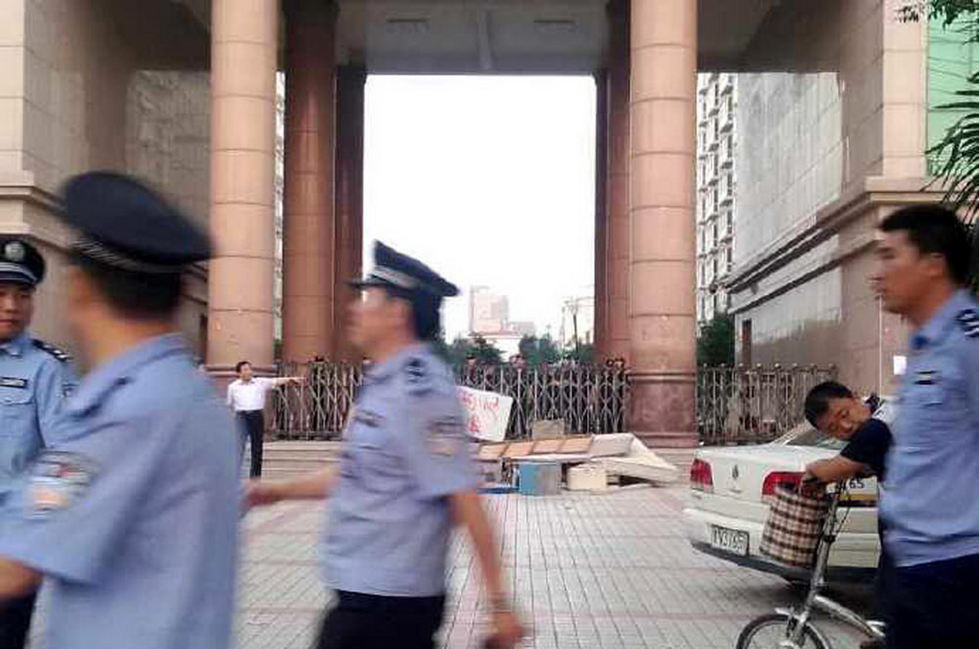 山东蓝翔副校长被指率师生赴河南与校长岳父斗殴