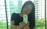 43岁杨钰莹疯狂自拍 摆多位姿势
