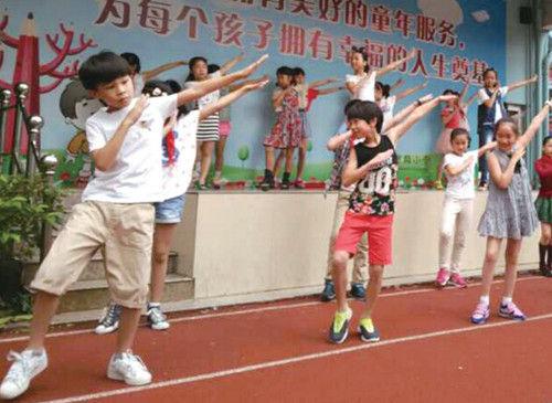 温州小学课间操跳小苹果 学生:跳完还想跳