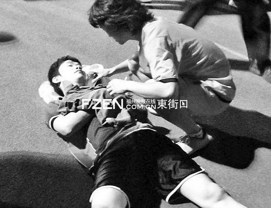 """""""快男""""张天野行凶被抓 踢球时发生冲突(图)"""