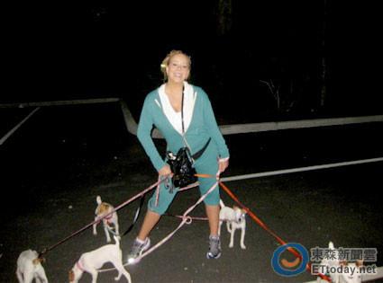 玛丽亚-凯莉离婚分财产 夫妻争8只宠物狗