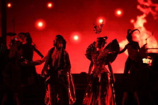 凤凰传奇成团十年 北京五棵松跨年开启百场巡演