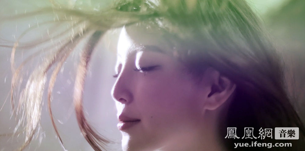 今日,汪小敏2015全新华语力作首波主打歌曲《Dreamer》首发,歌曲以磅礴大气的电子配乐融合极具生命力的韵律节奏,配以汪小敏极简而铿锵的震撼声线,以绝对水准超越众人期待。