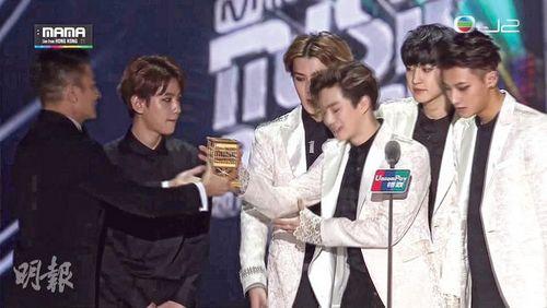 EXO否认对刘德华不敬:视他为目标,领奖时兴奋忘形