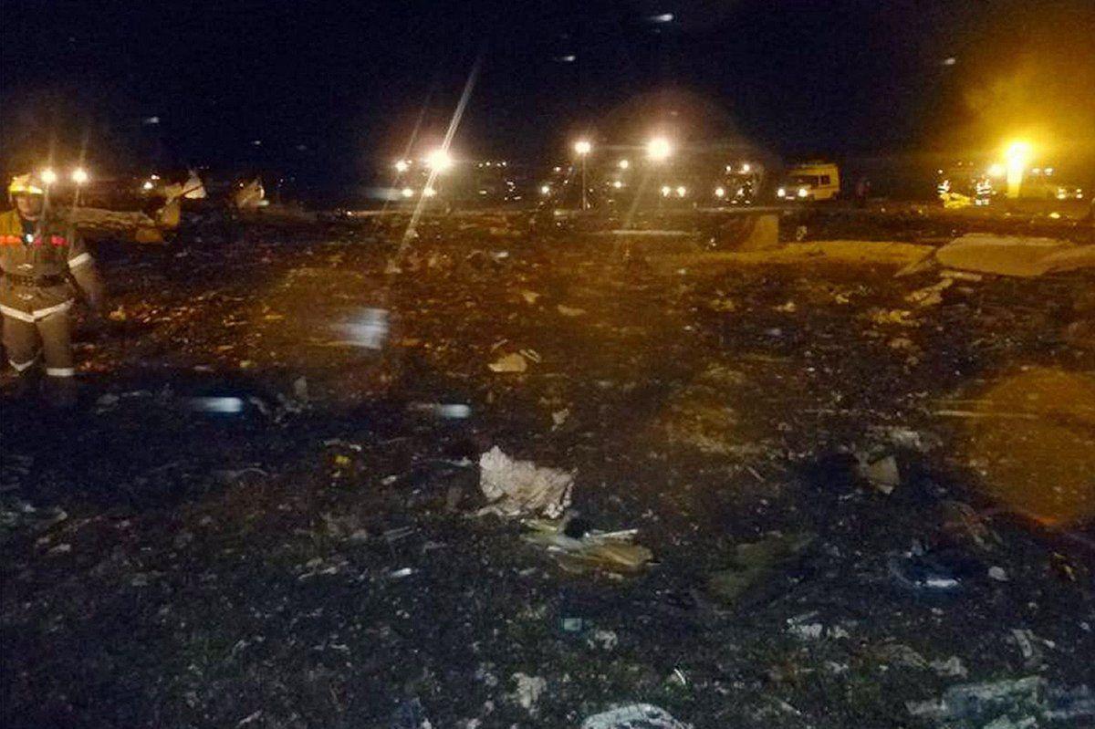 据央视新闻报道,莫斯科时间17号晚上17点20分,北京时间17号晚上23点20分,一架波音737的客机在喀山机场降落时坠毁。北京时间今天凌晨,俄罗斯紧急情况部在莫斯科举行发布会,介绍这起事件的最新情况,马上连线本台记者徐洪波,了解一下发布会的相关消息。