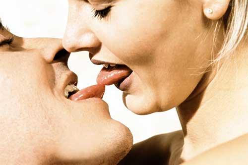 为何男人比女人更爱舌吻