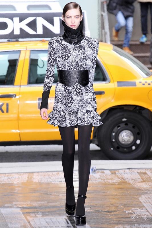 硬朗潇洒 DKNY演绎都会女郎