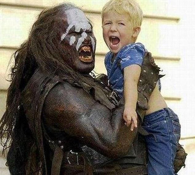 蠢妈妈:这些令人震惊的照片展示了世界上最糟糕的父母和他们非常
