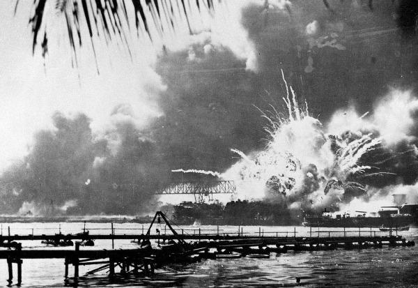 日本偷袭夏威夷珍珠港之际