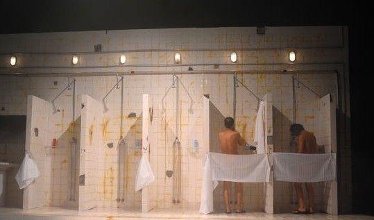 """丁勇/中国国际时装周,""""达依岩""""丁勇彩排T台变澡堂男模裸身上阵。用..."""