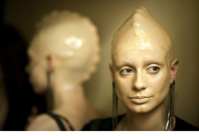 """莫斯科/在莫斯科举行的一场时装秀,模特们的""""异形""""造型就把观众们的..."""