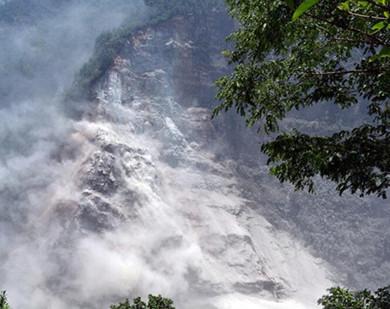 实拍尼泊尔山体滑坡灾难场景