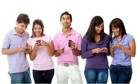 沉迷玩手机容易惹人嫌