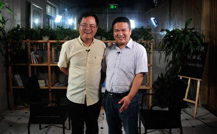 联想之星副总经理、教务长周自强(左)