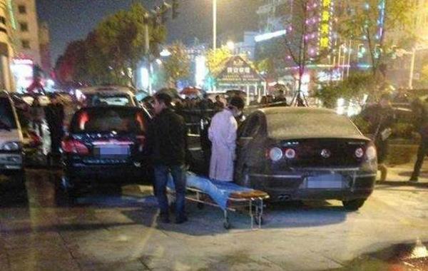 """3月30日晚,台州路桥区西路桥大道发生一起轿车起火事故,一名女性被烧死。4月1日,有知情者告诉记者,这其实是一起""""原配""""怒杀""""小三""""的惨剧。""""这辆轿车是一名40多岁的男子的。30号晚上…"""