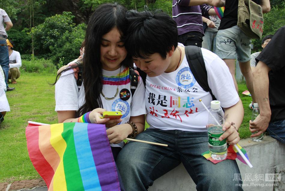 长沙:100余同性恋者街头游行反歧视 - 十年井绳 - 十年井绳博客