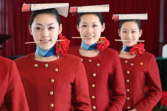 外航招收中国空姐对外在条件的要求宽松得多,更注重心理素高清图片