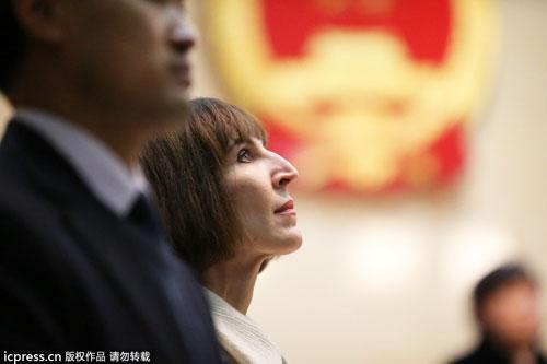 性情:李阳离婚赔偿前妻抚慰金5万元 女性如何在家暴中自保