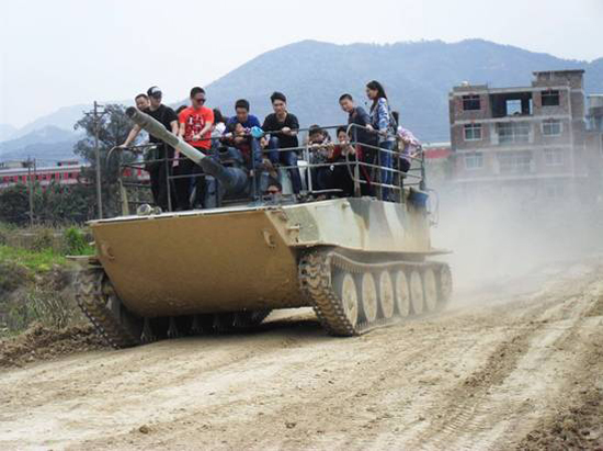 坦克換季黑板報