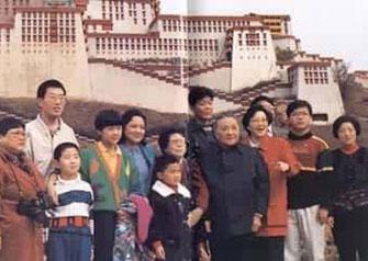 邓小平与家人在深圳合影