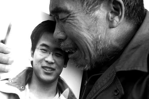 他29岁的儿子疑因劳累过度猝死.-过度劳累成中国年轻人工作常态