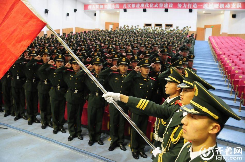 武警山东总队300名新兵获授武警列兵警衔图片