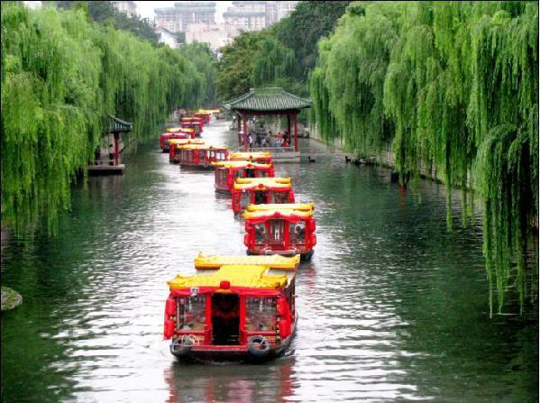 乐享旅游 城市风光 > 正文   历下区芙蓉街因街中芙蓉泉而得名.