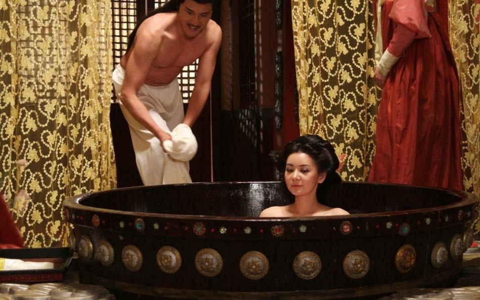 《隋唐英雄传》将播 张瑞希裸身泡牛奶浴高清大图