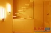 自然光的缺乏令这个小小的巴黎公寓业主心生烦恼,幸而法国著名建筑师团队Betillon/Dorval-Bory前来解忧。他们巧妙地利用光谱照明,给这个65平方英尺的空间带来了极化效应的人造光。通过小小的灯具,一个空间便可散发出温暖或凉爽的感觉。(实习编辑何丽晴)