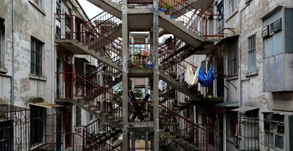 广西南宁奇葩楼层霸气侧漏 两栋楼共用一楼梯