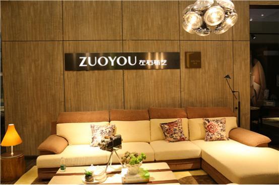 左右沙发惊艳成都家具展 明年或还参展