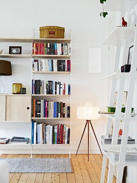 设计师充分利用起阁楼部分.通过在屋内增加楼梯,将生活区域拓展