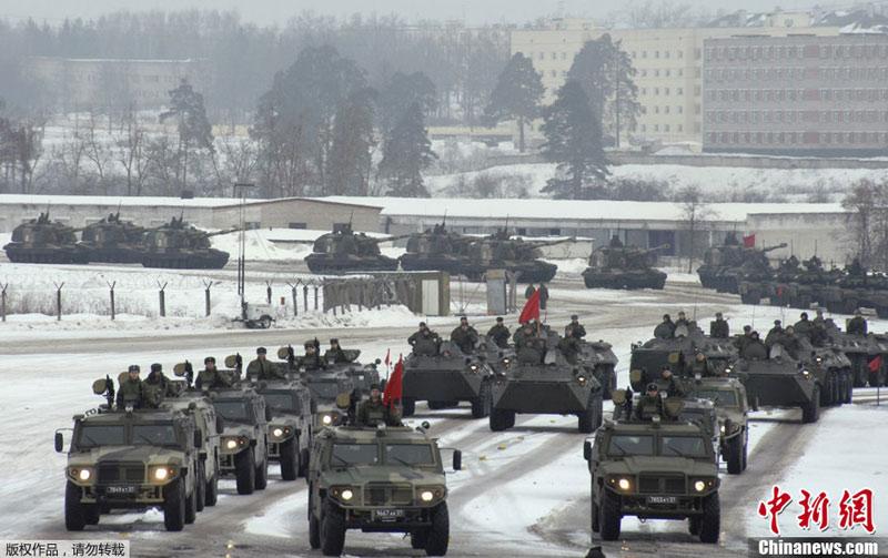 """俄军""""胜利日""""阅兵预演进行 出现沙俄时代士兵"""
