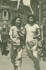 穿旗袍的中国女子