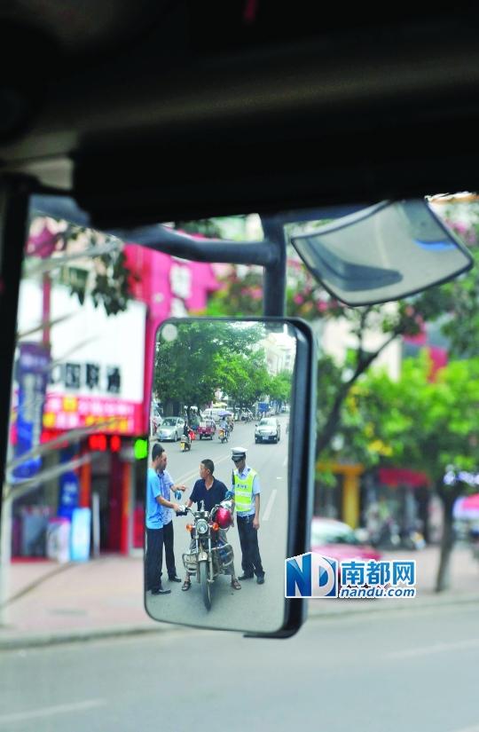 惠州 隐形战车惠州版 公交车 便衣警高清图片