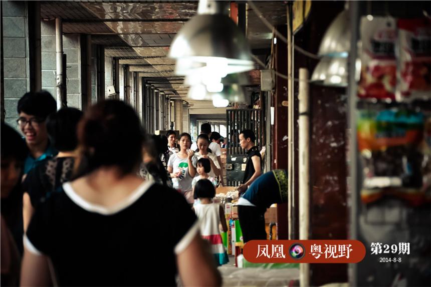 一德路骑楼下,是条延续了百年的海味集市街,每天来这里进行买卖的商客多不胜数。