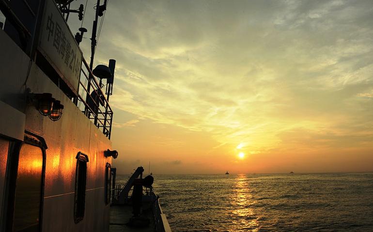 中国记者抵近拍摄钓鱼岛 风光秀丽